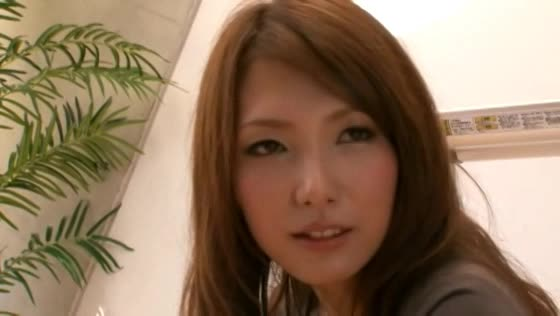 【アナル オナニー 動画】淫乱の素人のアナルH無料動画。アナル丸見えになりながら指ズボオナニーするド淫乱な奥さま